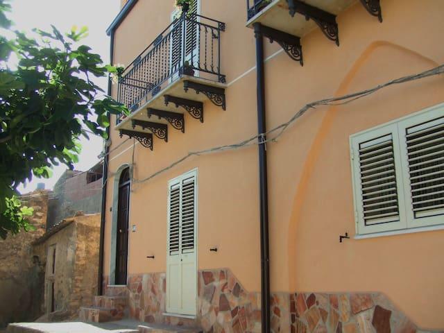 Casa Dei Sogni  Burgio.       Cielo - Burgio - Wikt i opierunek