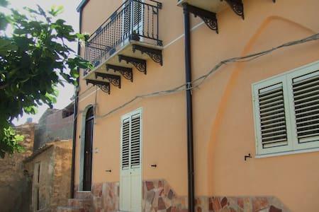 Casa Dei Sogni  Burgio - Burgio - Bed & Breakfast