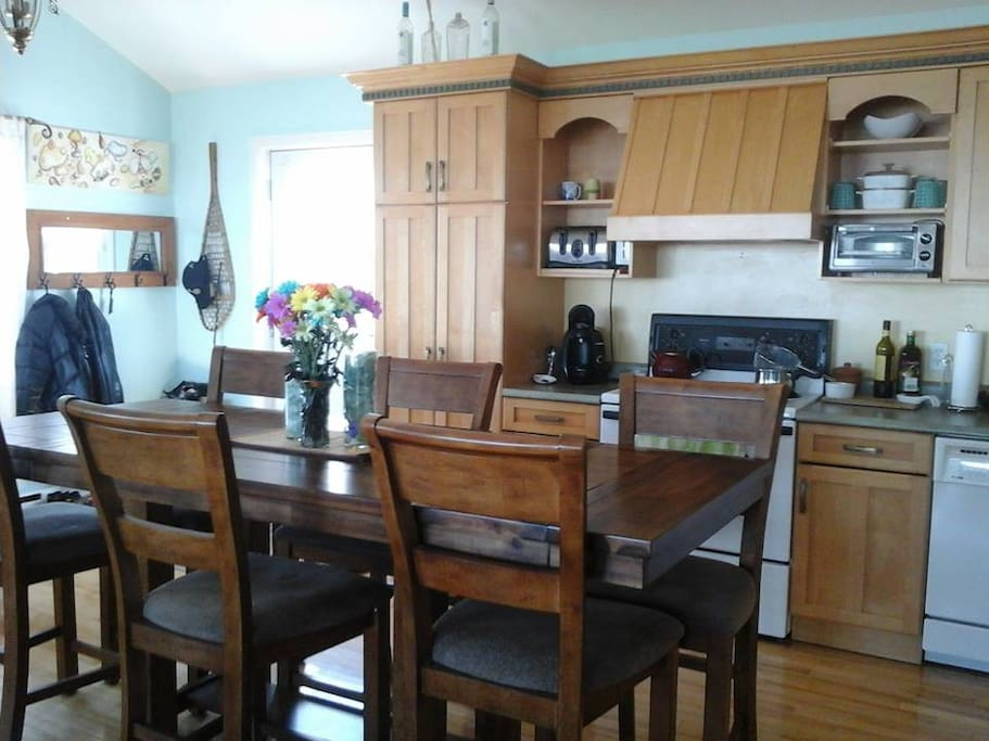 Spacious Kitchen Table