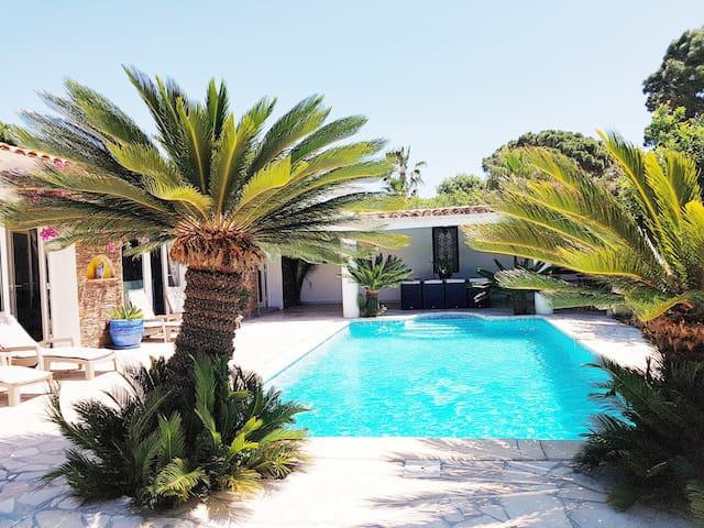 Villa climatisée avec piscine privée,  150 M mer