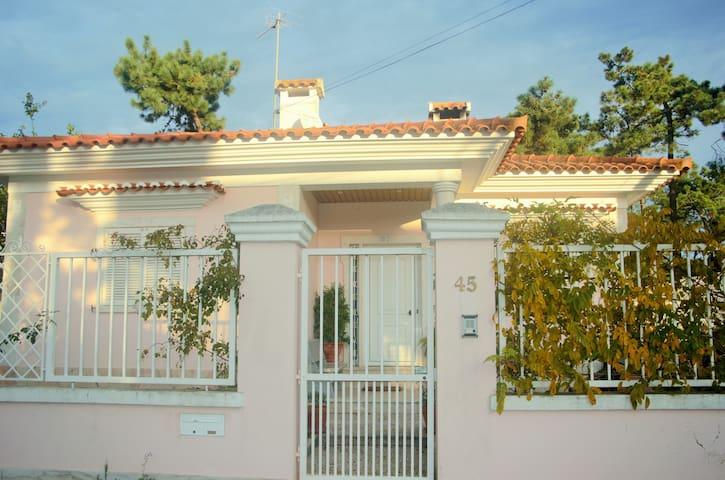 Country house near the beach and Lisbon - Aroeira - Villa