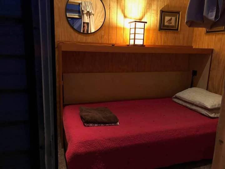 Tiny Cabin/Share bath inside