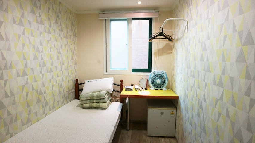 Hostel Korea Original - Single room (shared bath)
