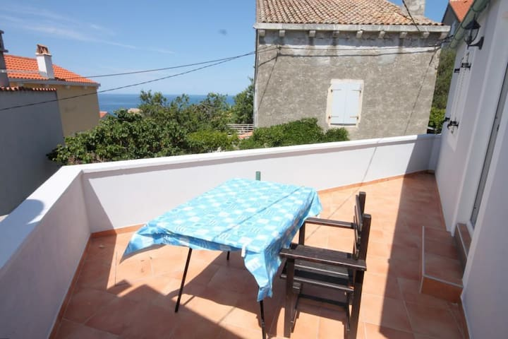 One bedroom house with terrace and sea view Unešić - Unije (Lošinj) (K-8045)