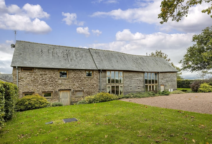 Wall Hills Barn (Sleeps 8)