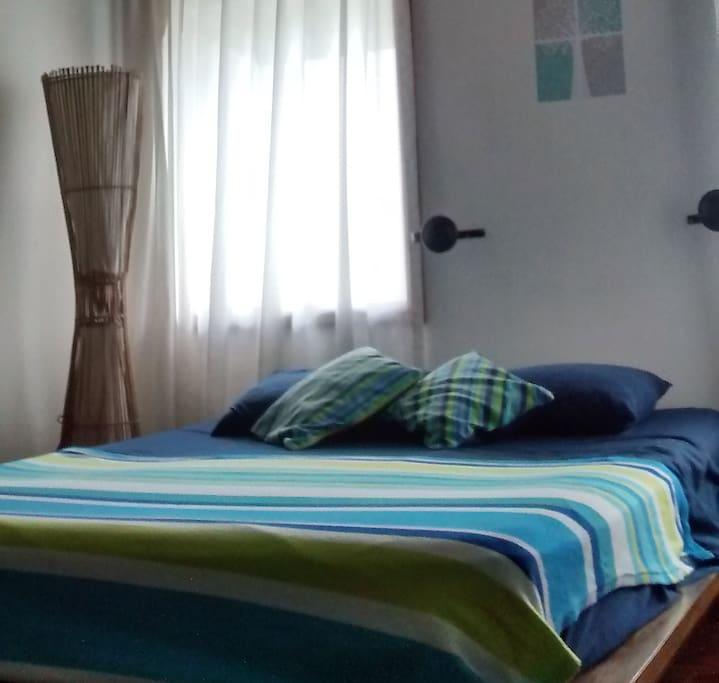 cómoda cama queen size