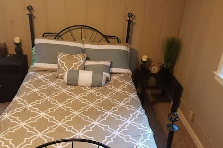 Cozy Upstairs Loft Bedroom Minutes from Downtown - West Sacramento - House