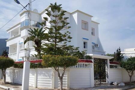 Belle Villa bord de plage - Mer de Hammam Chatt