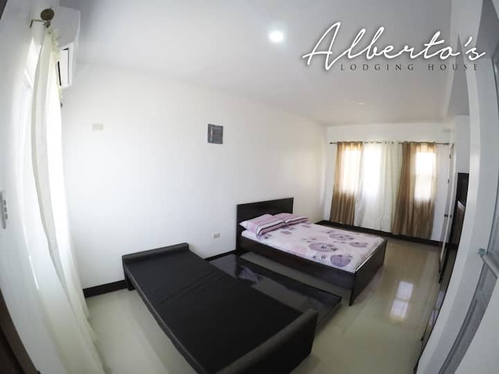 Air-con, spacious, clean. Alberto's BNB 1R4B
