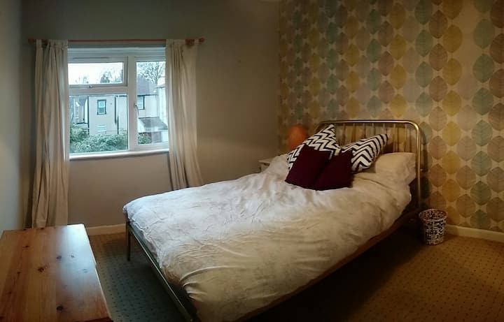 Spacious, lovely double rm in stylish & comfy home