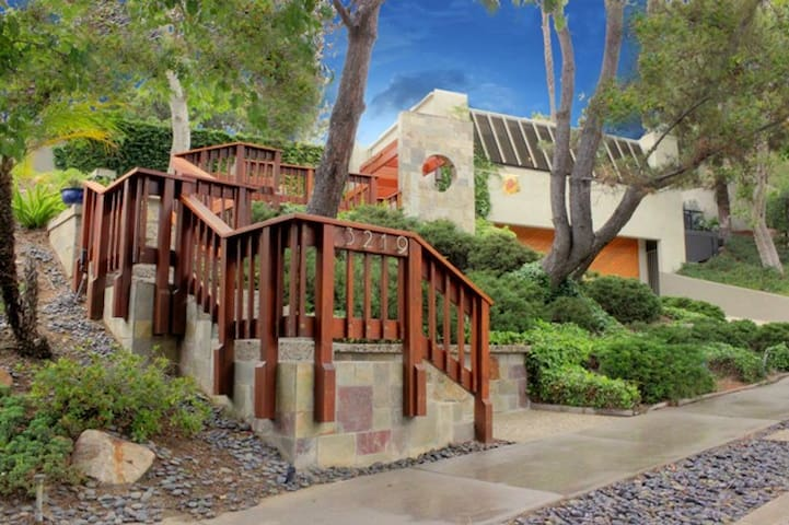 New Remodeled with Hollywood Sign View