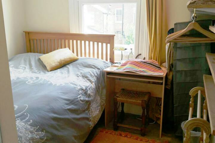 Cosy room in friendly zone 2 cottage