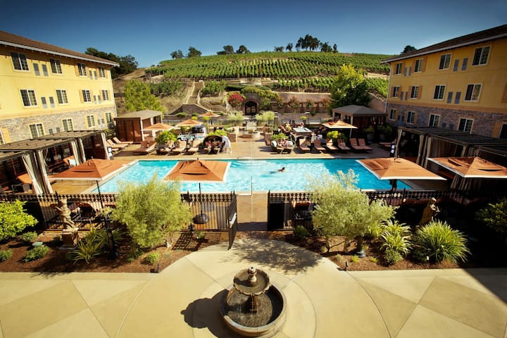 Luxurious Wine Country Room - Pool, Fitness, Shuttle Access!