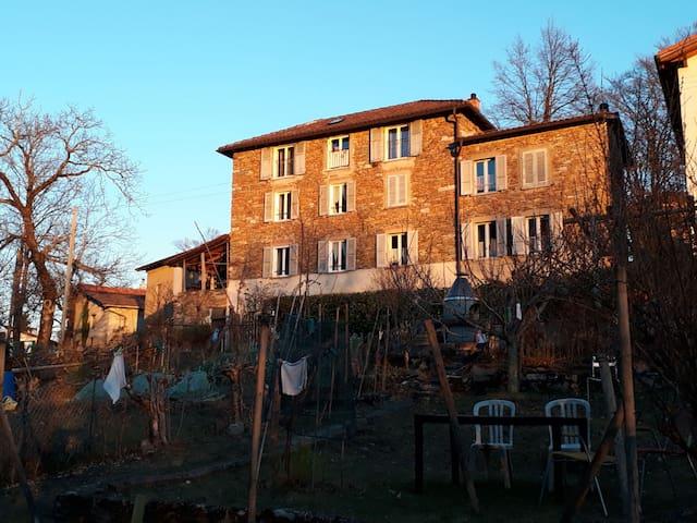 Ferienhaus im grünen Malcantone