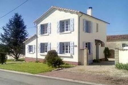 La Maison Dans La Vallee, Charming Villa With Pool - Fontaine-Chalendray - 別荘