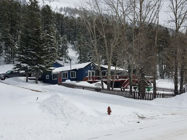 The Blue Haus (Ski Showdown/See Lewis & Clark NF)