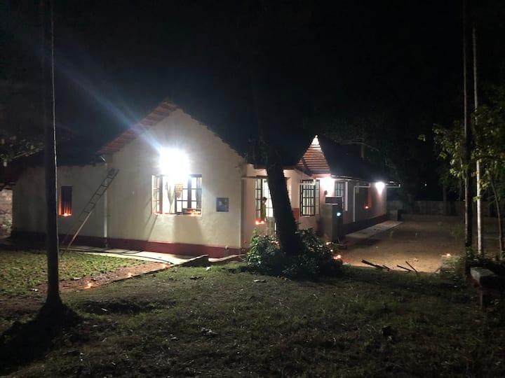 """""""Nandadeepa"""" 60yr Old Tiled Roof Home stay"""