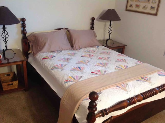 Upstairs queen bed -- 2 night stands and 2 lamps.