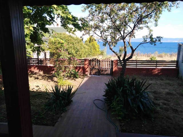 Deniz manzaralı müstakil yazlık ev