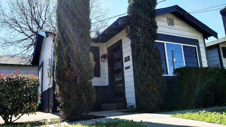 Clean Charming Cozy Serene Home, near downtown :)