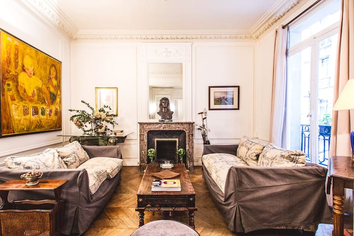 100M2 LEGENDARY 2BR PEACE HAVEN IN GOLD TRIANGLE