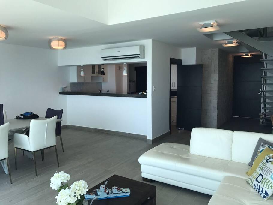Departamento Penthouse 3D de dos pisos con salida directa al mar