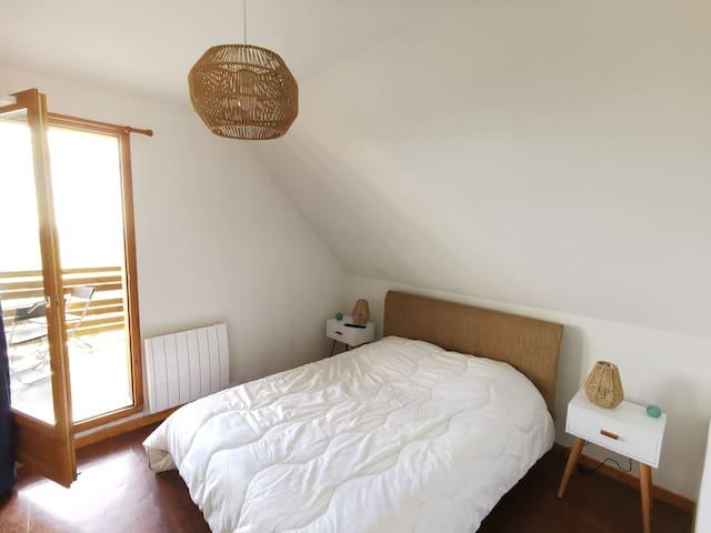 1ère chambre avec ouverture sur terrasse