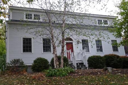 The Farmhouse - 1805 - Миддлбери