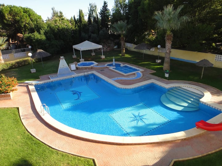 Apartments with pool very close to the beach. Ref.San Antonio 24