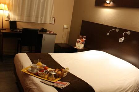 Chambre avec grand lit tout équipée - Villeneuve-d'Ascq