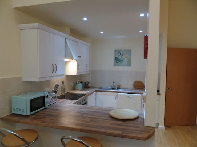 Modern 1 Bed Ground Floor apartment flat.