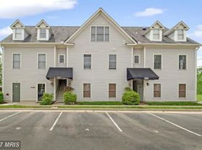Executive Leesburg Condo