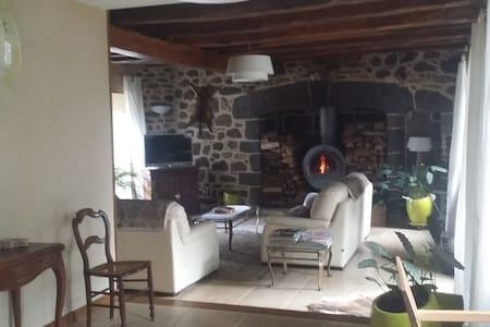 Chambre dans maison traditionnelle ancienne (1875) - Oradour - Σπίτι
