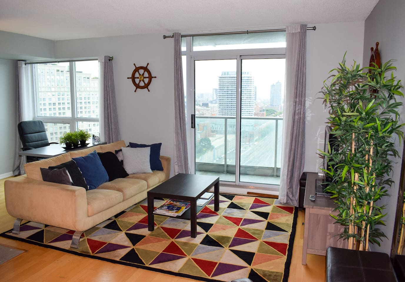 Spacious modern high rise right in the heart of downtown Toronto.