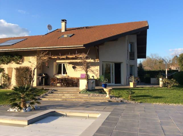 Villa ensoleillée piscine calme - Metz-Tessy - Villa