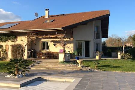 Villa ensoleillée piscine calme - Metz-Tessy