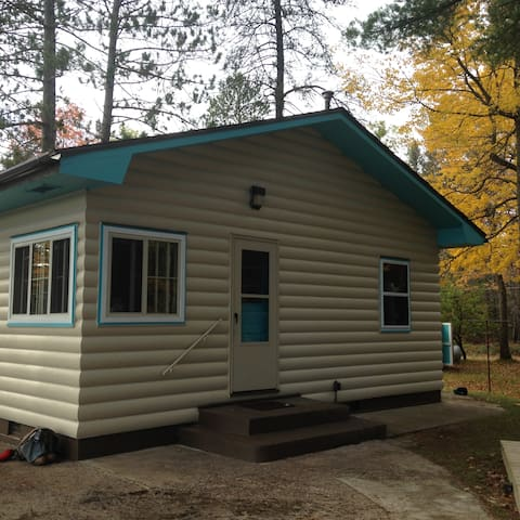 Cabin on east bass lake cabins for rent in gwinn for Fishing cabins in michigan