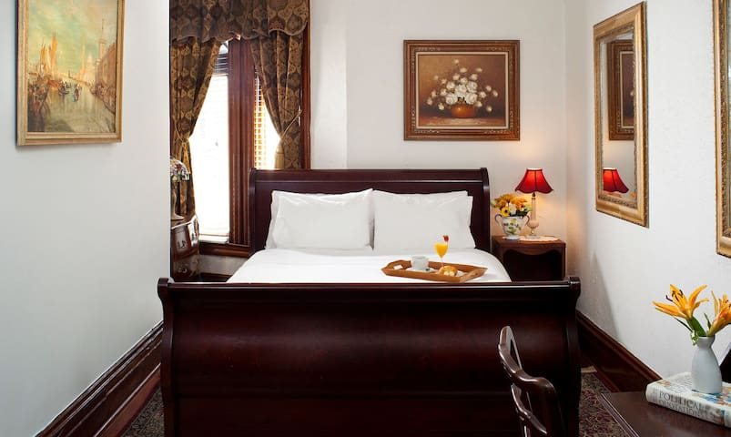 American Guest House - Room 302