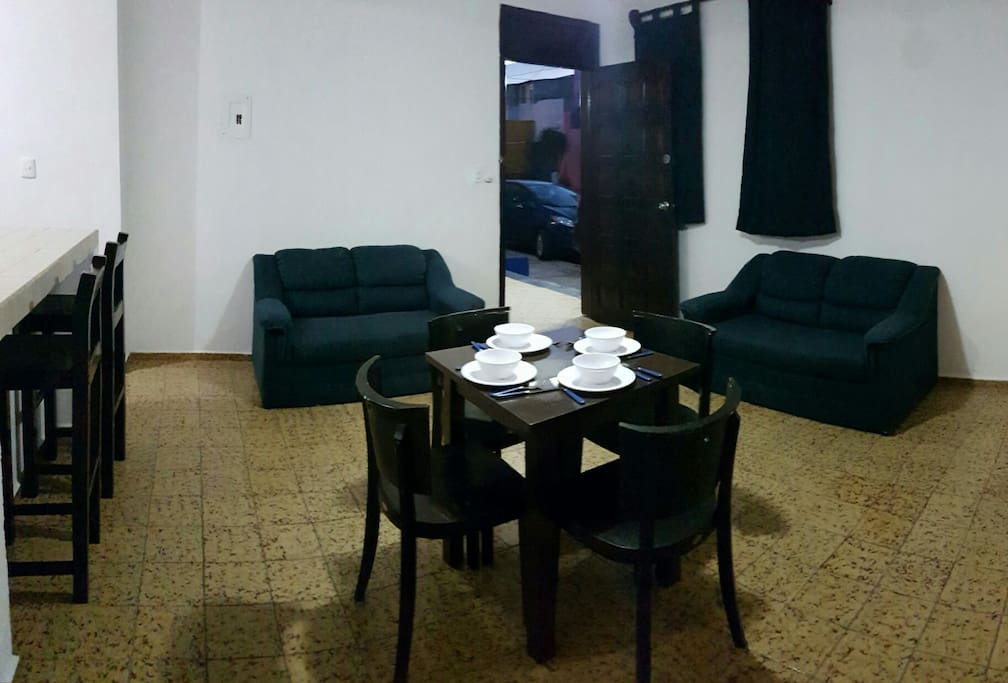 - Living & dining room: 2 couches, table with 4 chairs, ceiling fan. - Sala Comedor: 2 sillones, mesa con 4 sillas, ventilador de techo.