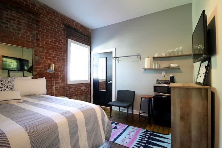 Butchertown/Nulu Hotel Room! w/PARKING/LAUNDRY