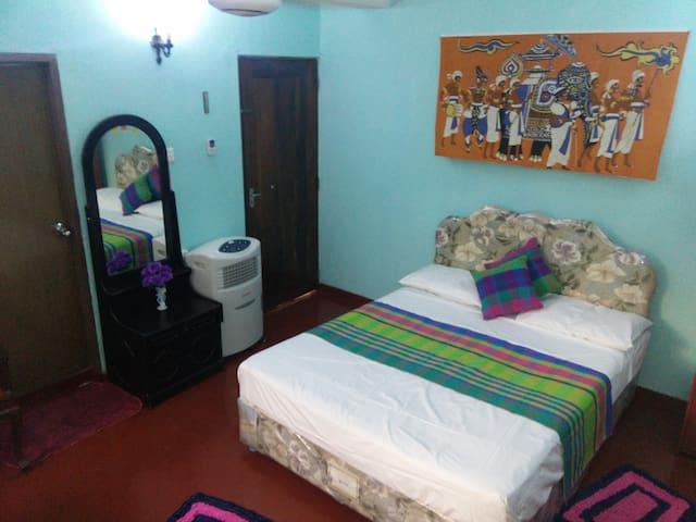 Kathrina Guest House - Dehiwala-Mount Lavinia - Gjestehus