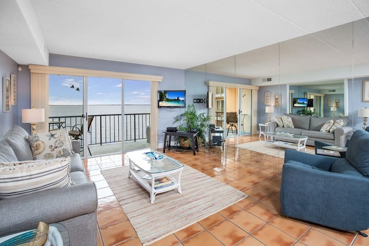 Ponte Vista is an amazing 1 Bedroom/1 Bath Vacation Condo in Ocean City, Maryland with amazing Bay Views and a Bayfront Pool!