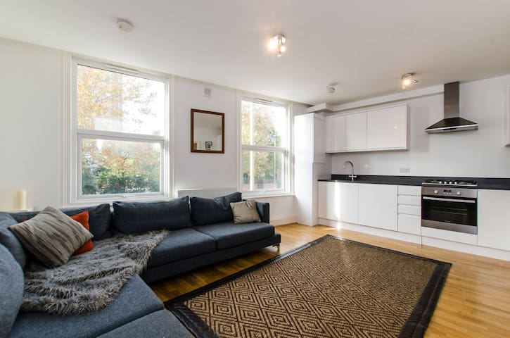 Lovely Modern 2 Bed next to Clapham Junction - Londres - Pis