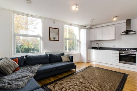 Lovely Modern 2 Bed next to Clapham Junction - London - Apartment