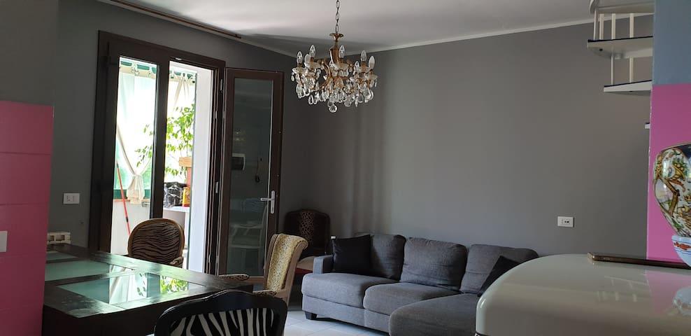 Casa indipendente in stile francese