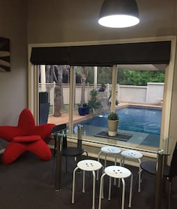 Pool Room, Lake Albert, sleeps 6 - Lake Albert - Byt