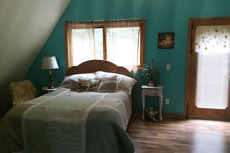 Loft room close to Baraboo, Wis Dells, Cascade - Baraboo - ห้องเพดาน