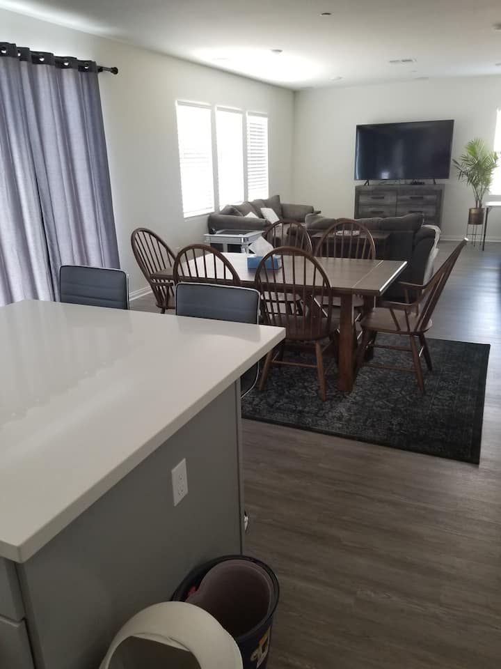 Brand new 5BR home in Victorville, CA