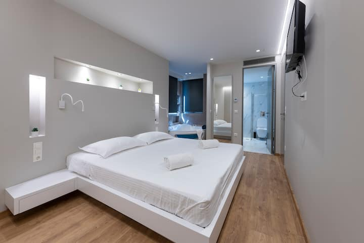 Grand Acropoli View Suite in the Heart of Athens