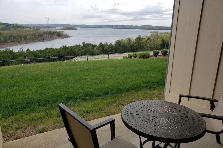 Spectacular Table Rock Lake View!! Ground Floor Condo, Sun Room & Covered Patio, Community Pool.
